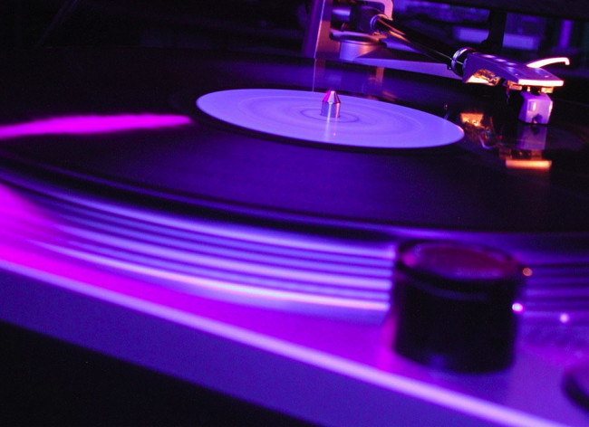 Dj-Turntable-1024x768-Club-Music-Wallpaper